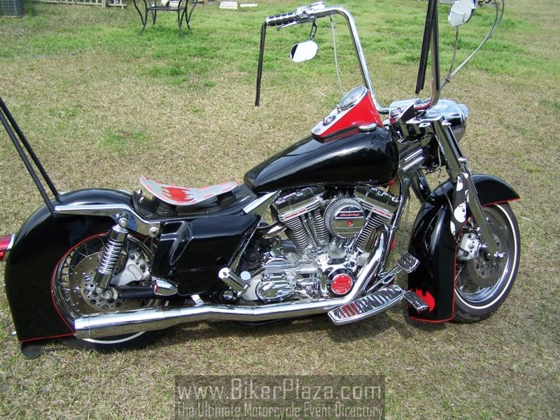Road King Bobber http://www.bikerplaza.com/motorcycle-bikers-5.html